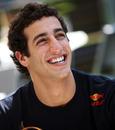Daniel Ricciardo enjoying himself in the F1 paddock