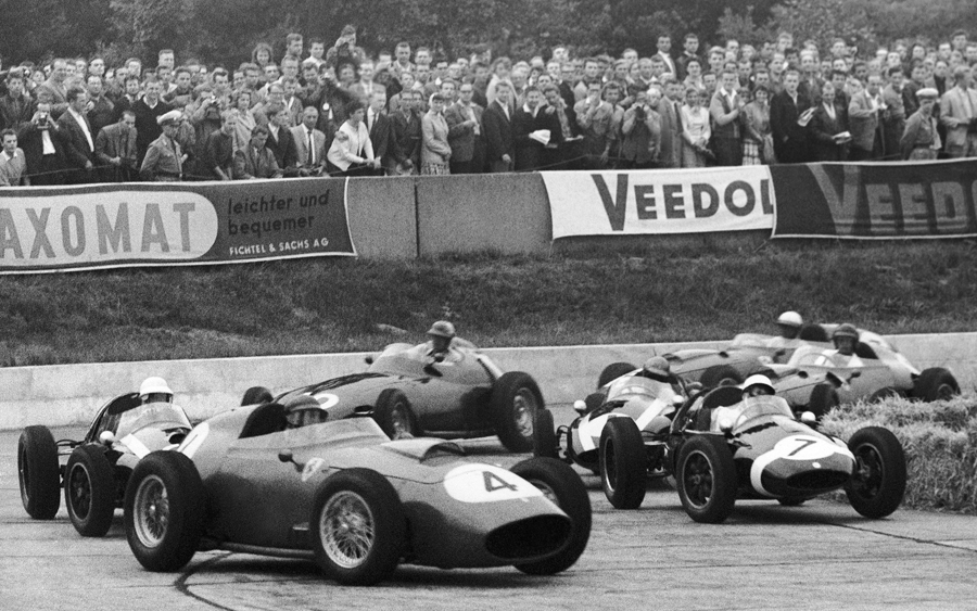 Tony Brooks (No. 4) leads Stirling Moss (No. 7) on the first lap of the first heat