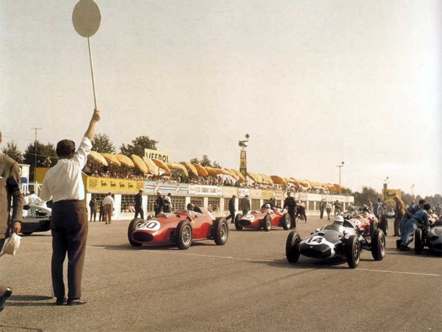 Tony Brooks (No. 30) sits on the front of the grid with Jack Brabham