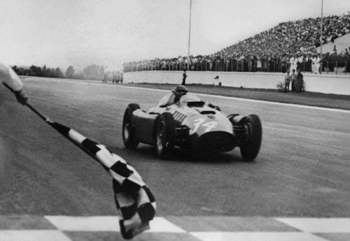 Juan Manuel Fangio drove the Lancia-Ferrari D50 to victory in Argentina