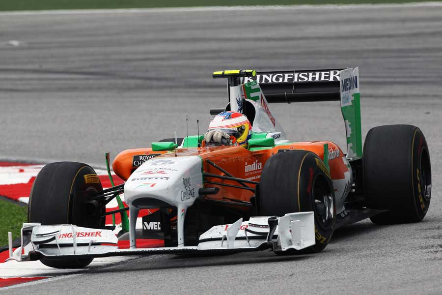 Paul di Resta clips the apex in his Force India