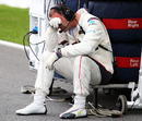 The heat gets to a Sauber mechanic on the grid, Malaysian Grand Prix, Sepang, April 9, 2011