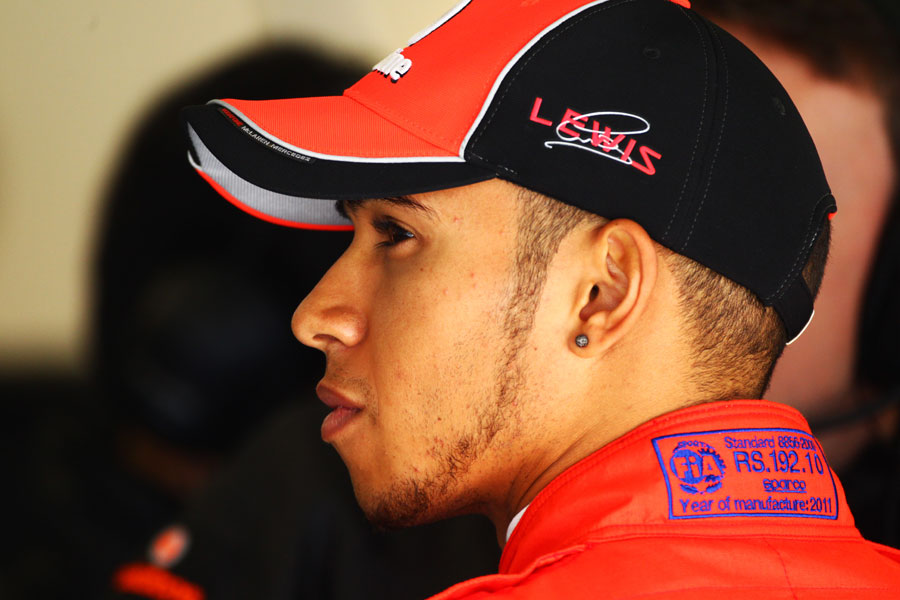 9820 - Lewis Hamilton questions McLaren's tyre strategy