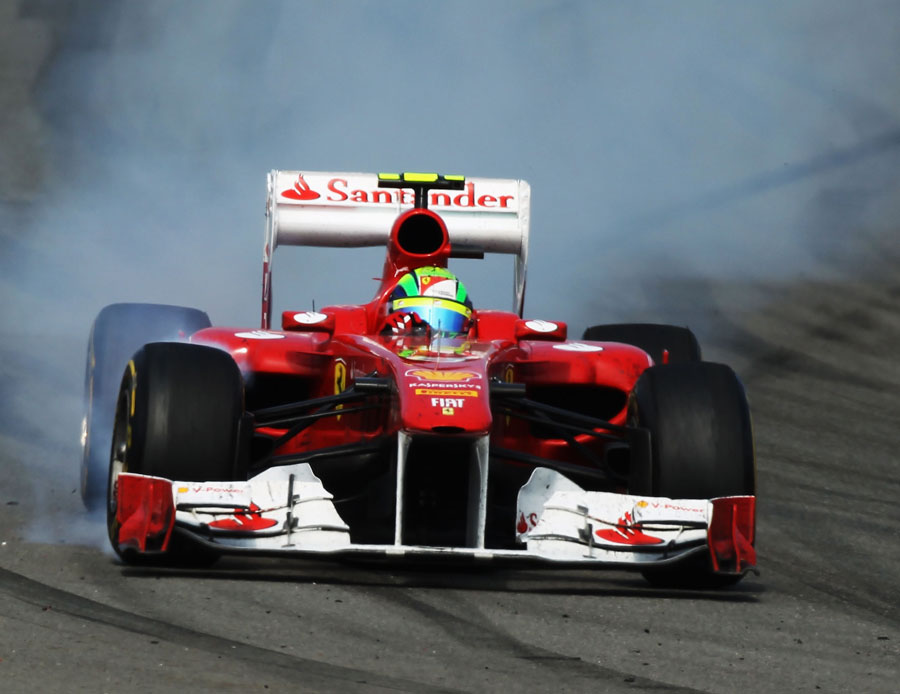 Felipe Massa locks up under braking for turn 12